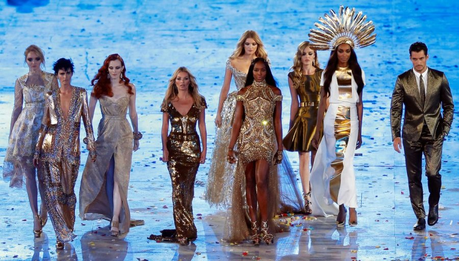 Supermodels are Golden for the Olympics Closing Ceremony | Fashion Wrap Up